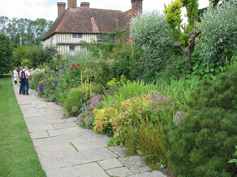 Plants from all over the world are welcome in the english for Garden trees england